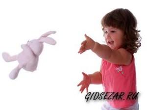 Почему ребенок все бросает?